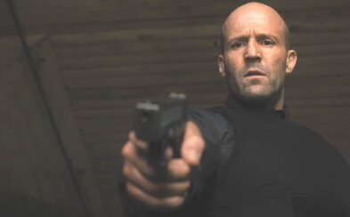 Jason Statham je v akčním traileru pro Wrath of Man chladnokrevným zabijákem