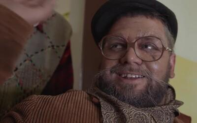Je čas byť tatkom, nie iba párty boss. Kali rapuje z vozíčka ako dôchodca, zachraňuje ho špeciálna medicína od Čis Tho