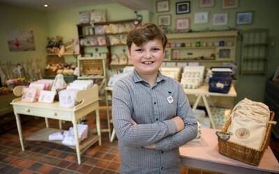 Je mu 11 let a týdně vydělává přes 1000 liber. Henry založil značku pro děti, napsal knihu a prodává sladkosti