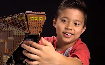 Je mu 9 let a ročně vydělává miliony. Evan natáčí videa a mládež ho jednoduše miluje