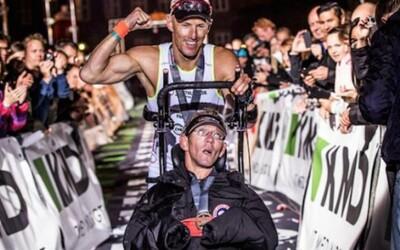 Je na vozíčku, ale aj tak zvládol extrémne náročný Ironman Triatlon. A to vďaka skvelému bratovi!
