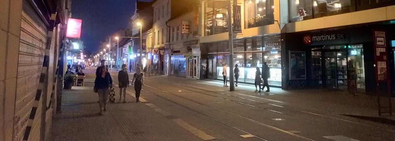 Je Obchodná ulica nebezpečná? V centre hlavného mesta sme strávili celú noc, stretli sme desiatky policajtov