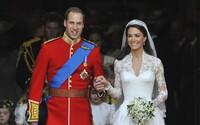 Je to dievčatko! Veľká Británia oslavuje príchod druhého potomka Williama a Kate