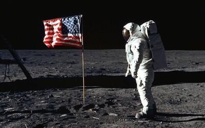 """""""Je to malý krok pre človeka, ale veľký skok pre ľudstvo"""". Armstrong si vraj túto vetu vymyslel pár minút pred vystúpením z rakety"""