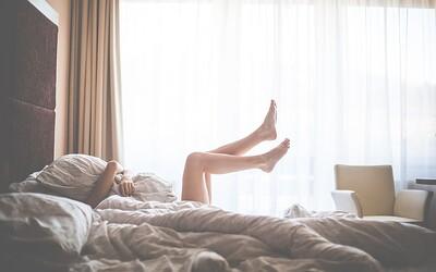 Je toto práce snů? Můžeš sedět na gauči v pyžamu, sledovat Netflix a vydělat si 9 tisíc korun