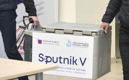 Je vakcína Sputnik V bezpečná? Rusko nehovorilo pravdu, nezverejnilo kompletné dáta z výskumu a zrejme jej nemá dosť ani pre seba