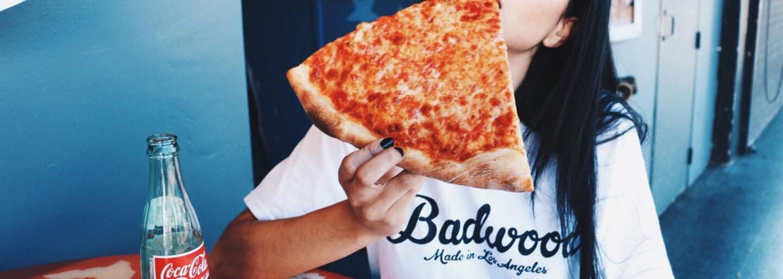 Jedenie pizze v našom mozgu spúšťa vyplavovanie opioidov. Euforické pocity po jedle neprichádzajú náhodne