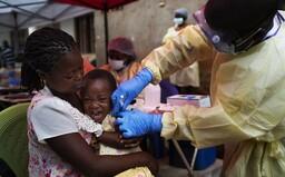 Jedného vírusu sme sa vďaka vakcíne zbavili: ebola je porazená, tvrdí virológ, ktorý tento vírus spoluobjavil