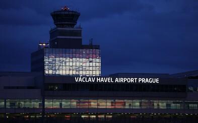 Jedním z nakažených koronavirem je i brigádník pracující na Letišti Václava Havla. Do kontaktu s cestujícími nepřišel