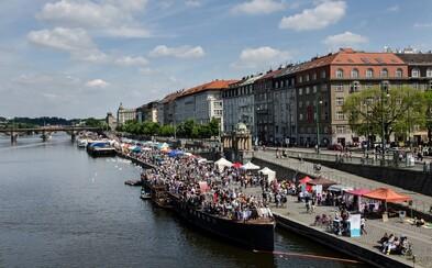 Jak lidé hodnotí revitalizaci Náplavky? Jedno z nejkrásnějších míst v Praze čekají omezení, bary vystřídají dělníci a těžké stroje