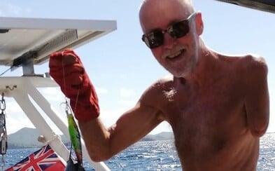 Jednoruký muž se plavil po moři 37 dní. Chtěl stihnout svatbu své dcery