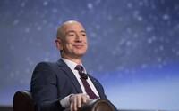 Jeff Bezos venoval 620-tisíc eur na pomoc v Austrálii. Jeho firma toľko zarobí za 5 minút