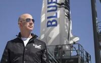 Jeff Bezos vezme ľudí do vesmíru už tento rok. Jedno miesto na palube sa dá vydražiť