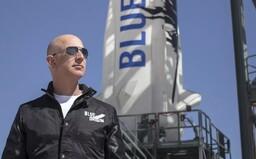 Jeff Bezos vezme už letos do vesmíru turistu. Jedno místo na palubě můžeš získat i ty