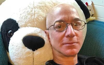 Jeff Bezos zbohatl během pandemie o 24 miliard dolarů. Nejbohatší muž světa musí v Amazonu přijímat tisíce pracovníků