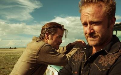 Jeff Bridges jako texaský ranger honí lupiče bank v podobě Chrise Pinea a Bena Fostera