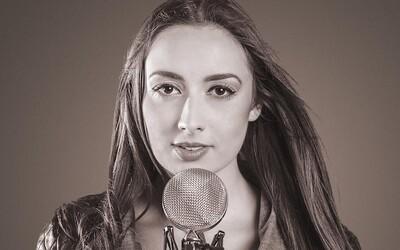 Jej hlas prirovnávajú k Amy Winehouse. Barbara Weiss chce hudbu robiť trochu inak, ako sme na Slovensku zvyknutí (Rozhovor)