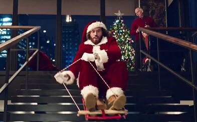 Jennifer Aniston, Jason Bateman a komiksoví hrdinovia sa odviazali v šialenej vianočnej komédii