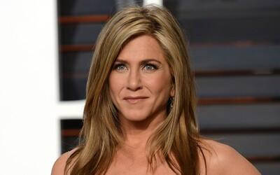 Jennifer Aniston je podle magazínu People nejkrásnější ženou na světě. Herečka si záviděníhodný vzhled drží již dlouhá léta