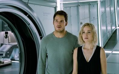 Jennifer Lawrence a Chris Pratt bojujú o život vo finálnom traileri pre sci-fi Passengers