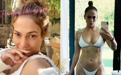 Jennifer Lopez bez mejkapu ako modelka pre značku spodnej bielizne Kim Kardashian