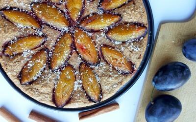Jesenný slivkový fit koláč so škoricou (Recept)