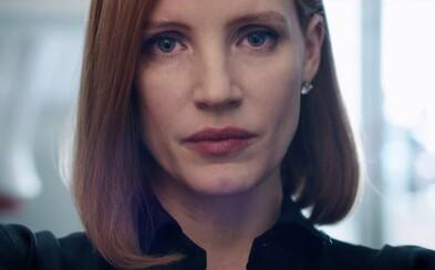 Jessica Chastain je nemilosrdnou strategičkou v strhujúcom traileri pre politický thriller Miss Sloane