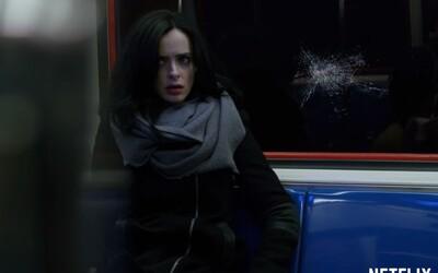 Jessica Jones úspešne kráča v novom traileri v šlapajách skvelého Daredevila