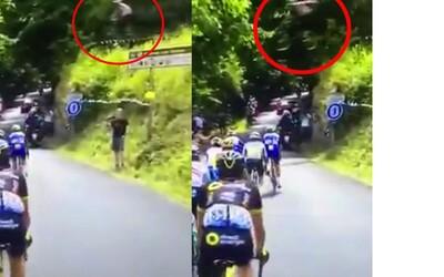 Jezdce v Tour de France překvapil adrenalinový kousek cizího cyklisty. Neznámý Francouz přeskočil sportovce