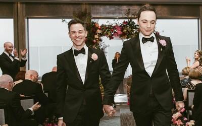 Jim Parsons se po 14 letech randění oddal se svým přítelem Toddem. Magická svatba oblíbeného herce se odehrála v New Yorku