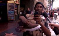 Jimmy Kimmel nachytal ľudí s falošnými Yeezy Boostami. Topánky za 13 dolárov prezentoval ako Kanyeho nový model
