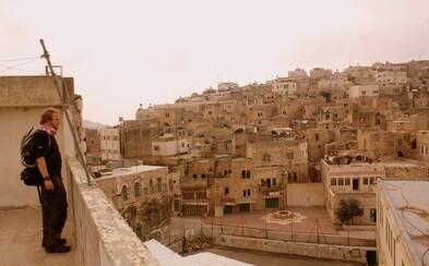 Jiří Kalát je cestovatel, který několikrát navštívil země Blízkého východu. Kromě výslechu s Hamásem popsal i pozoruhodné kulturní rozdíly