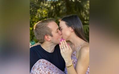 Jirka Král a littlekao jsou zasnoubeni! Podívej se, jak originálně se influencer na žádost o ruku připravoval