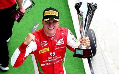 Jméno Schumacher se vrací do F1. Syn legendárního závodníka bude jezdit za tým Haas