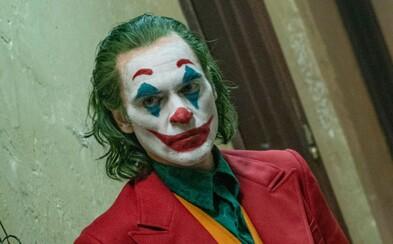 Joaquin Phoenix je díky Jokerovi nejlepším hercem. V děkovné řeči nadával a prosil kolegy, aby nelétali soukromými letadly