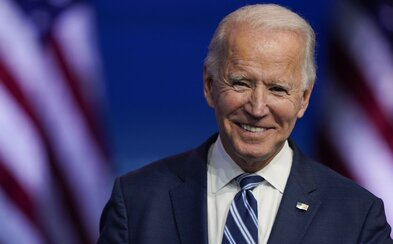 Joe Biden požiada Američanov, aby 100 dní nosili rúška. Plánuje zaviesť aj ich povinné nosenie vo vládnych budovách