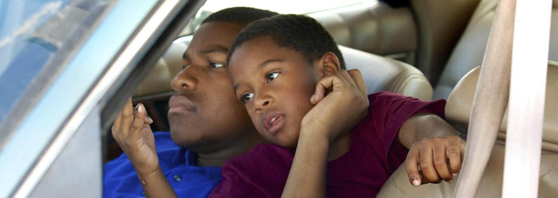 John Boyega sa ako bývalý väzeň snaží chrániť svojho syna v drsnom prostredí