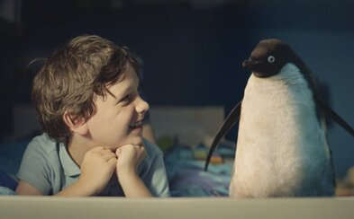John Lewis prichádza s tradičnou vianočnou reklamou o chlapcovi s roztomilým tučniakom