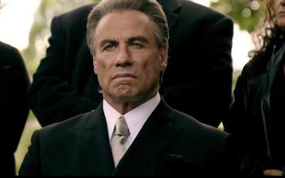 John Travolta ako neľútostný mafián Teflon Don v traileri drsnej gangsterky preberá moc nad podsvetím New Yorku