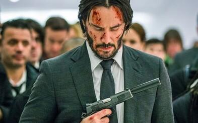 John Wick uteká pred zabijakmi, masakruje hordy nepriateľov a získava spojenca v krásnej Halle Berry