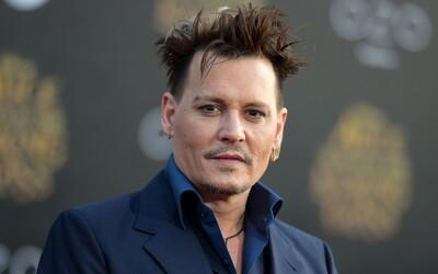 Johnny Depp má na krku žalobu. Počas natáčania mal podnapitý vraziť členovi štábu do rebier a následne žiadať, aby mu to vrátil