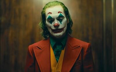 Joker je strhujícím a temným psycho thrillerem, ve kterém Joaquin Phoenix předvádí další mistrovský výkon (Recenze)