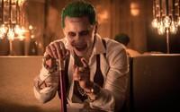 Joker straší bláznivým úškrnom na nových obrázkoch zo Suicide Squad