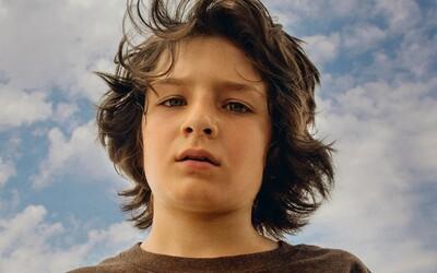 Jonah Hill ve svém dramatu Mid90s nabízí nostalgický a empatický pohled na dospívání v 90. letech (Recenze)