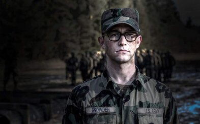 Joseph-Gordon Levitt uniká pred FBI ako Edward Snowden