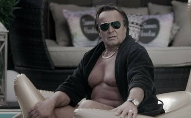 Jozef Vajda aj Gabriela Marcinková sú svine. V dramatickom slovenskom filme spájajú politiku s mafiou a znásilňovaním dievčat