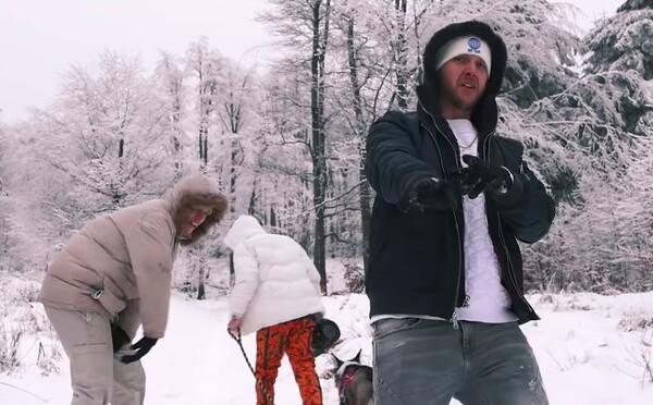 Jsem kostka ledu, když zapnu majk, ztuhne ti face. Sleduj Huga Toxxxe a jeho ľadový swag