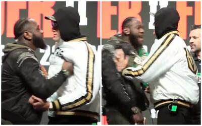 Jsi k**da, k**da! Tyson Fury a Deontay Wilder do sebe na konferenci strkali a uráželi se