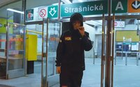 Jsi snad z Vídně, že pořád v klídku čekáš, že to vyjde nějak, ptá se Smack v klipu, který tě nakopne zpět do práce