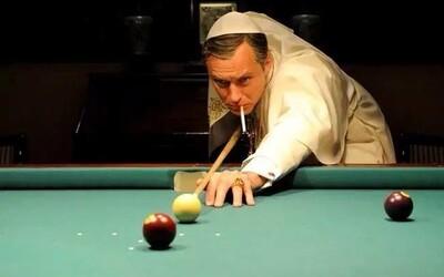 Jude Law jako jeden z nejkontroverznějších papežů historie spřádá intriky v novém traileru k seriálu z dílny HBO
